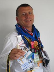 Christophe Lapouge collectionne les badges des laissez-passer des événements auxquels il participe. (Photo NR)