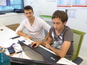 Sébastien Portier (à gauche) a créé Beemotion avec Benoit D'Oillo avant de venir s'installer à la pépinière du Sanitas. Il analyse des données du transport public dans la France entière.