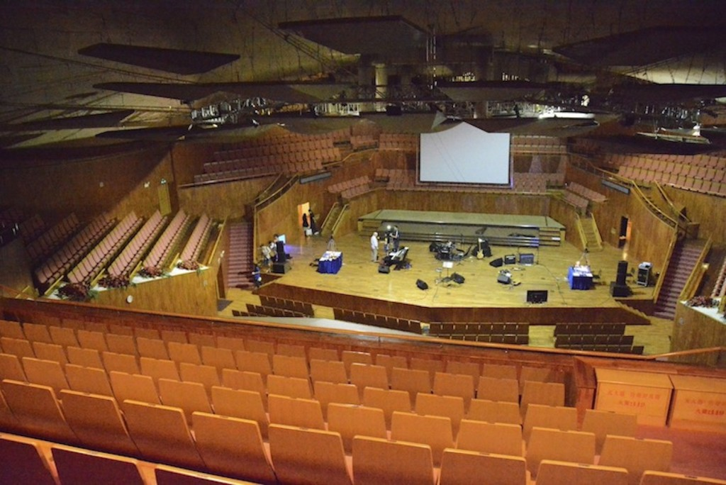 Fin de la répétition dans l'immense Xinghai Concert Hall de Guangzhou. (Photo Nicolas Albert)