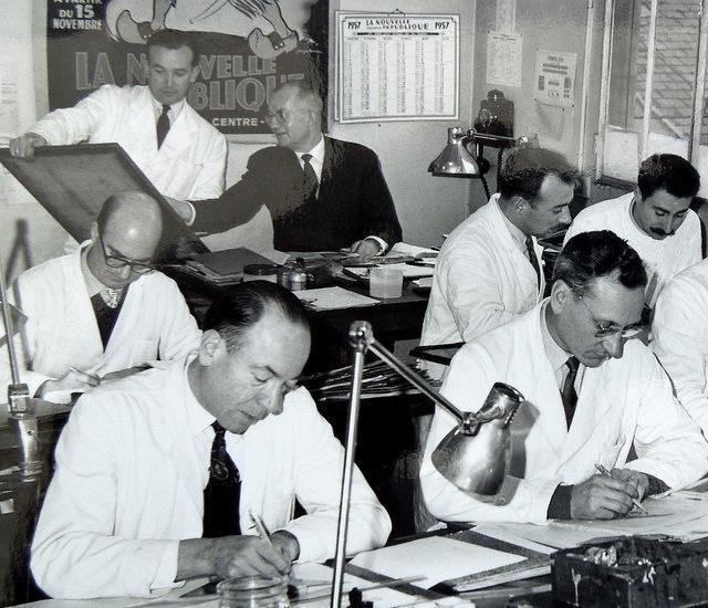 Dirigé par Émile Jacquemin, le studio dessin de la NR va participer activement à l'animation des pages Tour de France. Le « patron » est en veste noire au fond et Jean Hervéou est le moustachu au fond à droite.