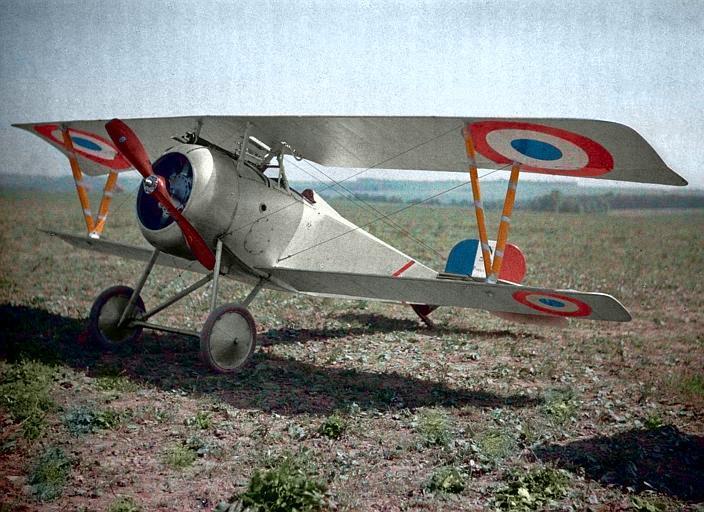 Autochrome couleur d'un chasseur Nieuport 17 dans l'Aisne, en 1917.