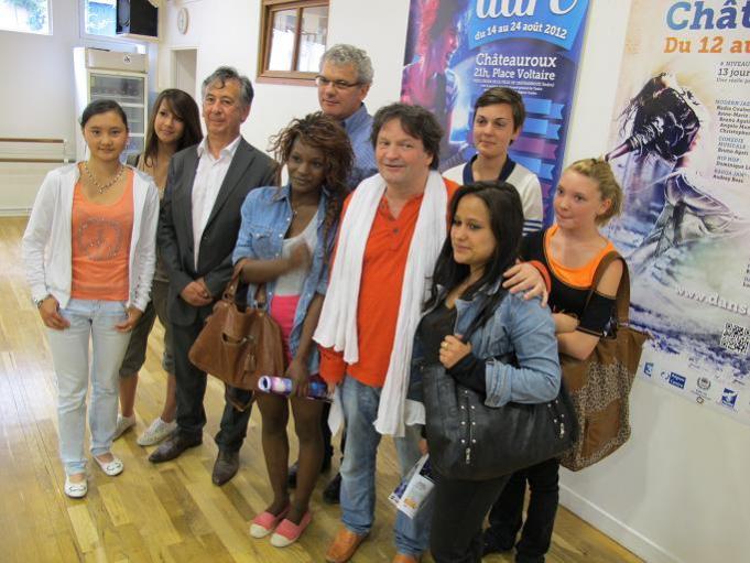 Les jeunes stagiaires réunis autour d'Éric Bellet et Yves Scaviner