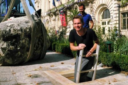 Abraham Poincheval est remonté à la surface, ce vendredi 27 septembre, à midi. (Photo NR, Patrice Deschamps)