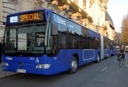 Ce n'est pas les vacances qui vont empêcher le bus scolaire de passer, non mais!