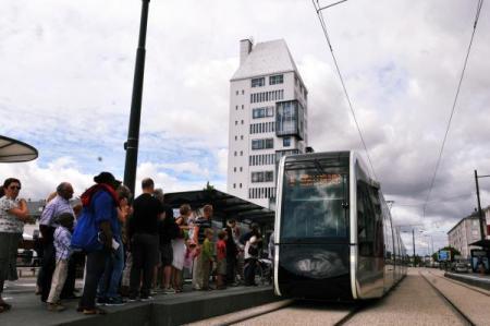 A l'arrivée du tram, on est parfois un peu trop pressé