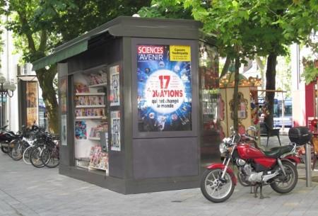 """Un kiosque """" à la parisienne """" a été implanté place Jean-Jaurès."""