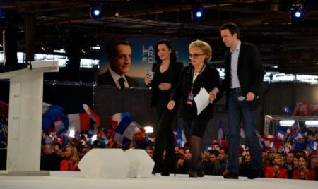 """Pendant que les trois """"bannis"""" restaient à la maison, Guillaume Peltier chaufffait la salle de Villepinte où son chemin a croisé celui de Bernadette Chirac"""