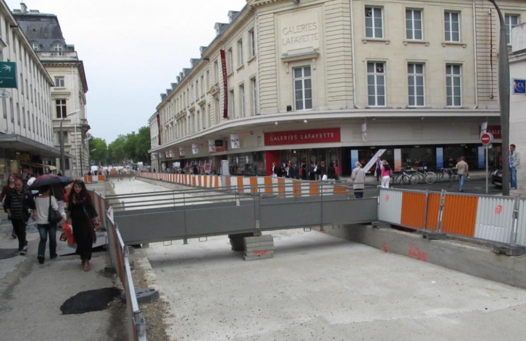 Il ne manque plus que de l'eau dans le canal de la rue Nationale.