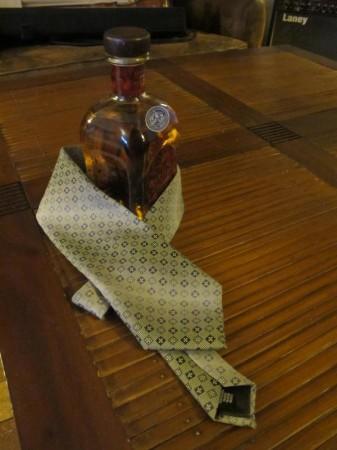 De l'art de s'en jeter un derrière la cravate (avec modération, bien sûr, puisque l'abus d'alcool est mauvais pour la santé)