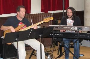 Manu Caron (basse) Arnaud Gravet (clavier)