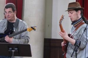 Aux guitares, Dominique Rouquier et Manu Eveno