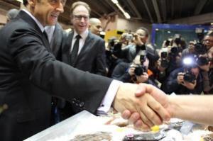 En 4 heures de visite (un record personnel), le président-candidat a serré des centaines de mains.