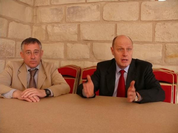 Eric Audebert, le patron (châtelleraudais) du Front national de la Vienne, avec le sémillant Carl Lang alors dans l'état-major de Le Pen.sémillant Carl Lang alors dans l'état-major de Le Pen.