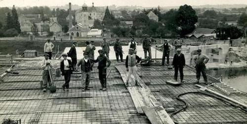 Les travaux de construction de l'usine électrique vers 1920. (Source: collection particulière)